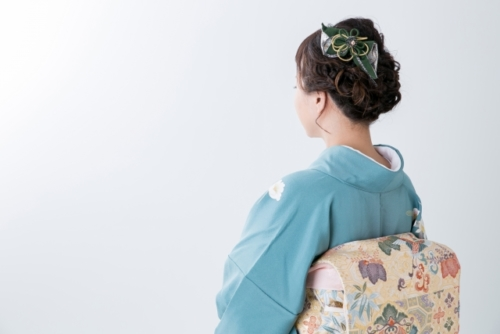 卒業式の先生の袴は派手?マナー、担任の服装(袴)の注意点と保護者の声